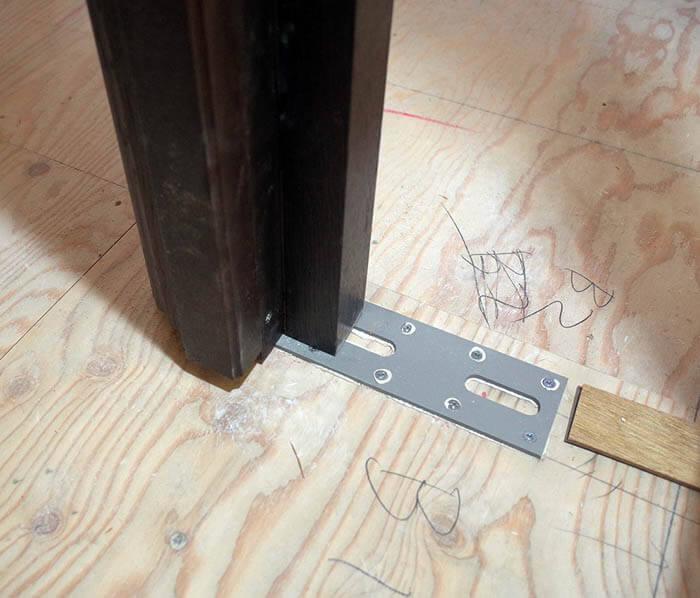 古い建具と枠を塗装して再取付け