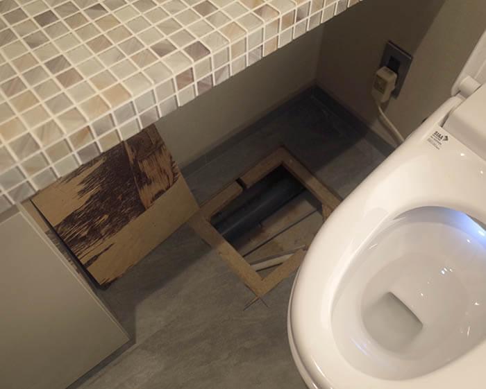トイレ床段差の解消可否の為の事前解体調査