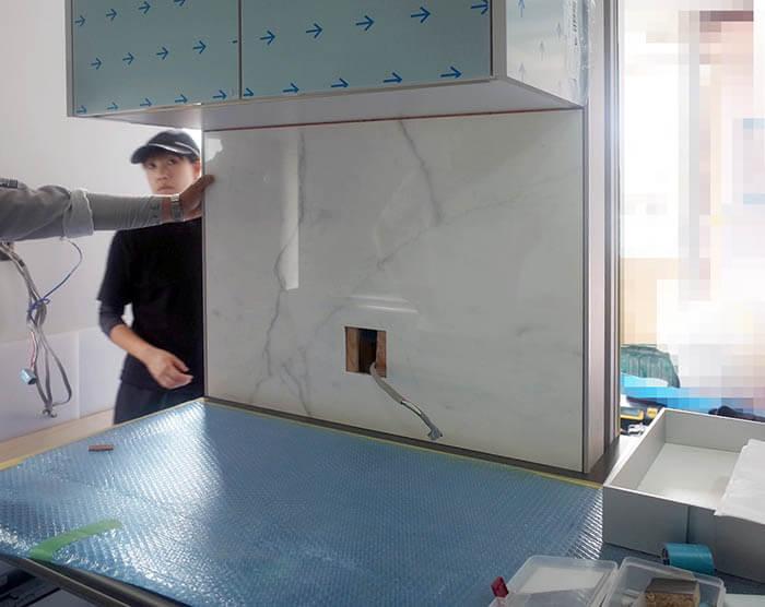 キッチン大判大理石柄タイル設置