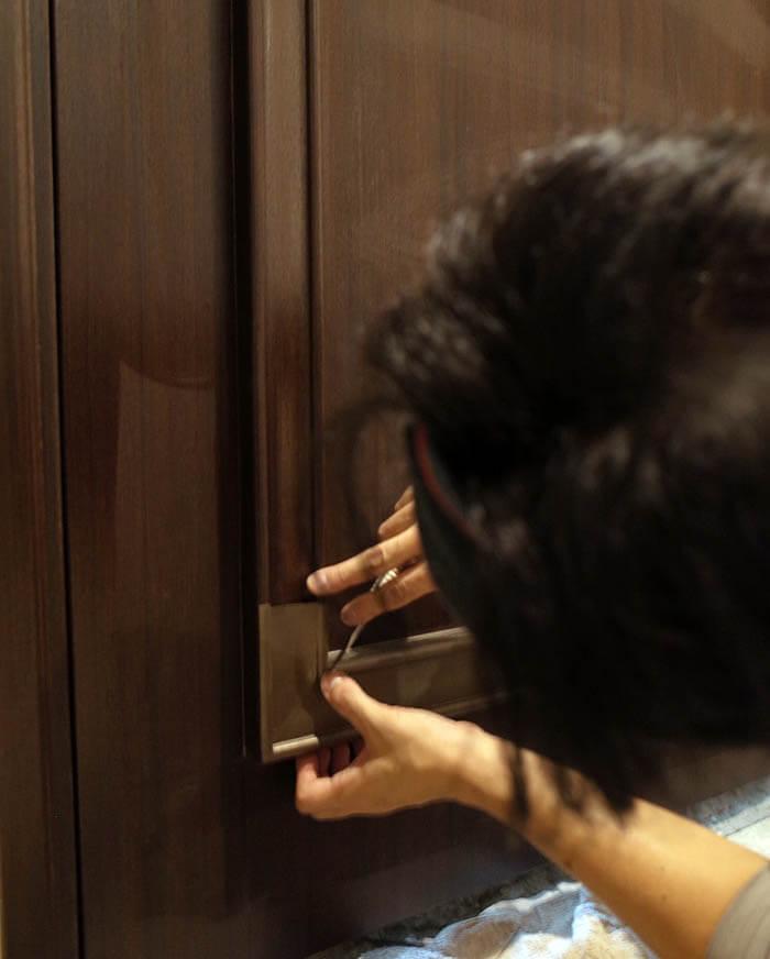 玄関扉のダイノックシート張り