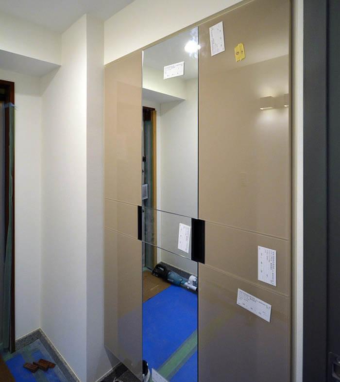 玄関収納の扉交換リフォーム