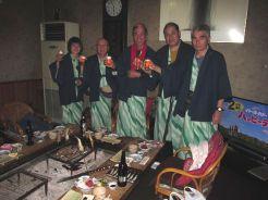七里川温泉でいろりを囲み夕食