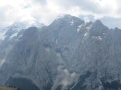 イタリア最高峰・マルモラーダ(3342M) 左側は氷河