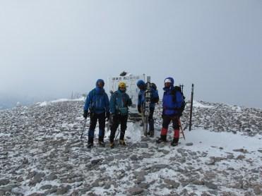 縦走路最終の広い硫黄岳山頂2760m