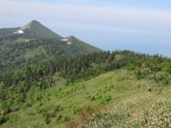 小笠と笠ヶ岳が親子の様に並ぶ勇壮な風景