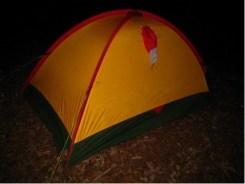 予備テント 荷物置き