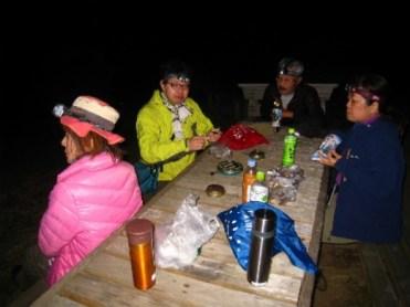 山頂で夜中まで待機