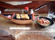 下山後は郷土料理の「べっこう寿司」でお腹を満たす