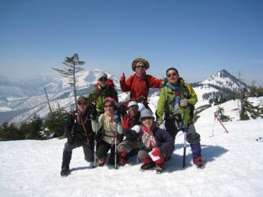 ヨサク岳山頂(1933m)にて