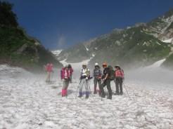 雪渓の冷気が気持ちよい