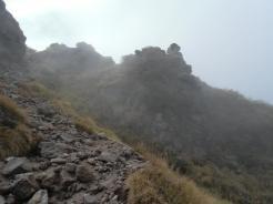 霧の中を歩く