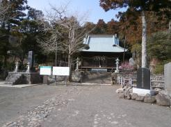 伊予ケ岳の登山口のお寺