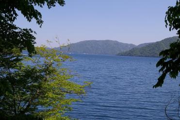 中禅寺湖の湖岸の風景
