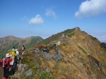 ロープウエイより山頂まで続く登山者の行列