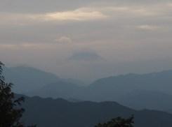 わずかに見えた富士山