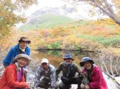 逆さ茶臼岳が写るひょうたん池