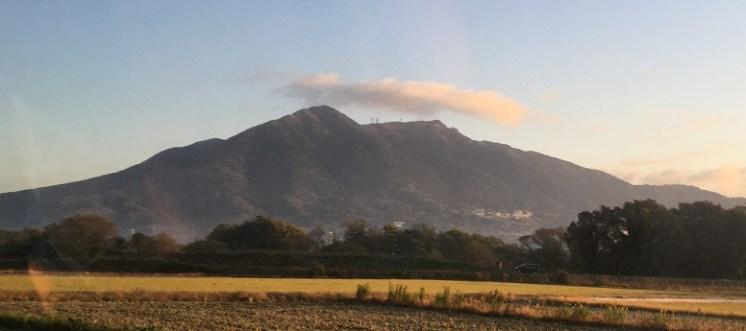 つくし湖駐車場に向かう途中、双耳峰の筑波山