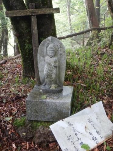 仏像に導かれて登る