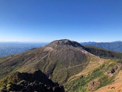 朝日岳から茶臼岳を望む