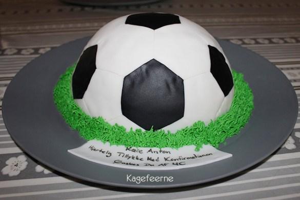 Fodbold kage indeholende chokoladekage
