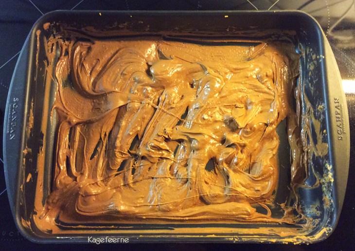 Sådan ser karamelliseret hvid chokolade efter lidt over 1 time i ovnen.