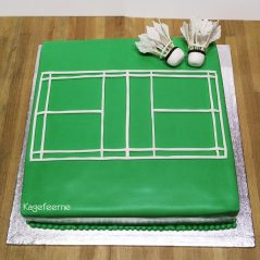 Badminton cake with shuttlecock