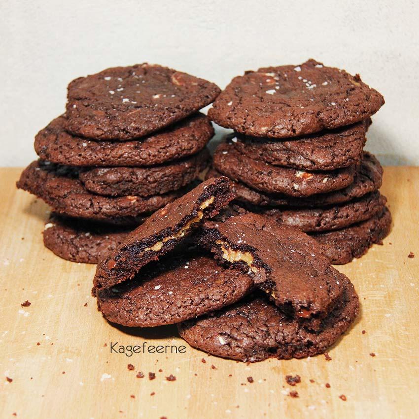 Sukkerfri chokolade cookies med karamel inden i