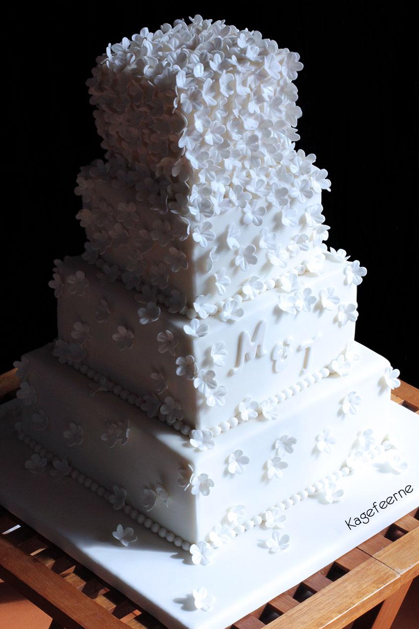 Hvid bryllupskage - Kagefeerne