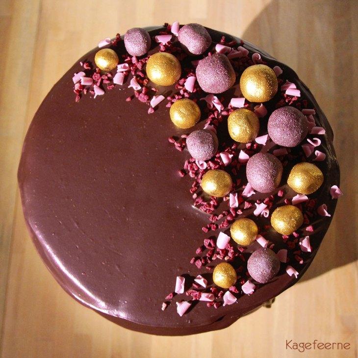 Chokoladekage med hindbærfyld og ganache
