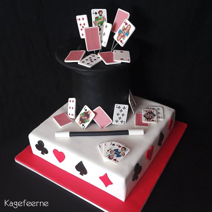 Konfirmationskage med trylletema og spillekort