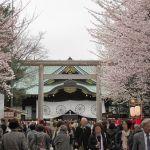 靖国神社の桜を見物