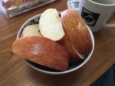 朝食はりんご
