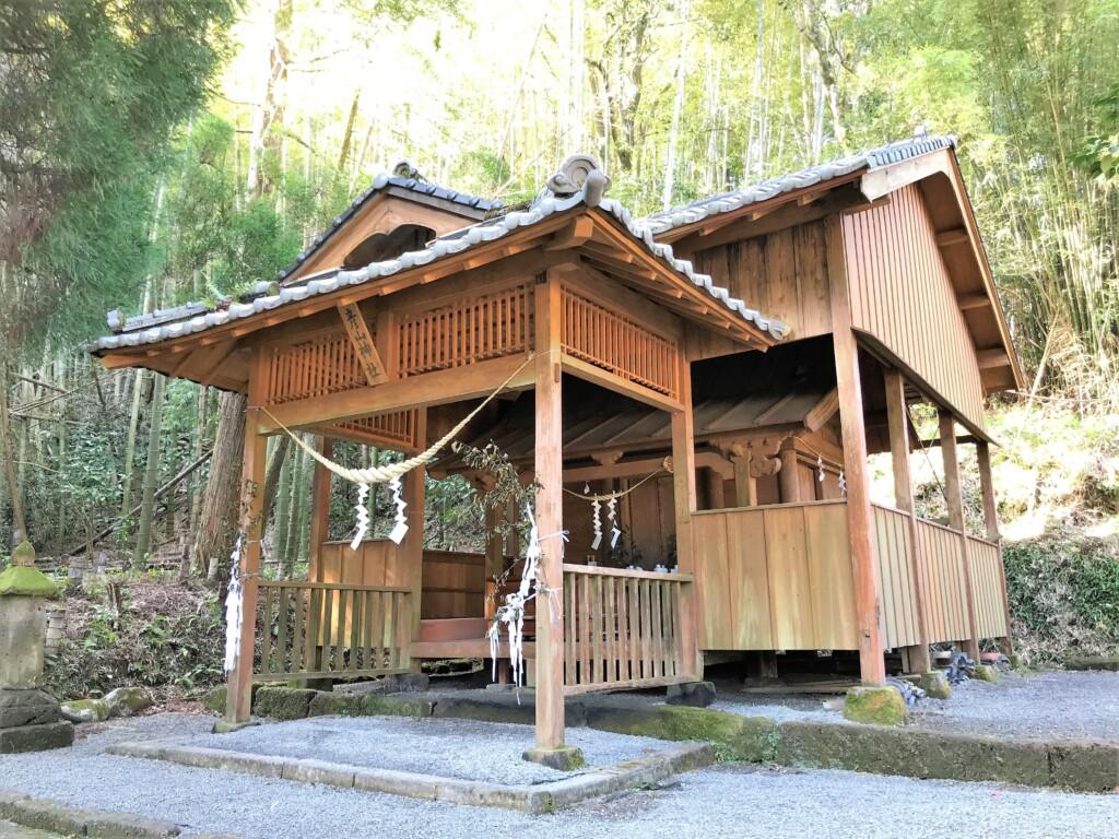 鹿児島市春山町の彦山神社