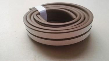 窓に隙間テープを貼り室内を暖かく!効果的な使い方と注意点
