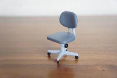 いつも使っていた椅子が勝手に下がる!原因や修理方法は?