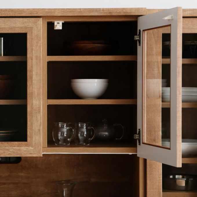 大収納の食器棚