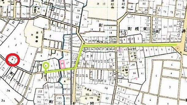 地図。昭和5年の牛込区全図。緑色は矢来の坂下から漱石山房の行き方。赤色は弁天町の豊陽館。ピンクは床屋。