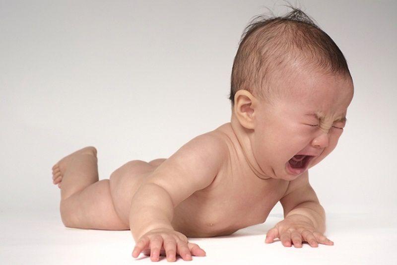 ずりばいを嫌がる赤ちゃん