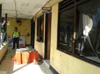 Kaca Kantor Sat Lantas Polres Bima Kota Pecah. Foto: Teta
