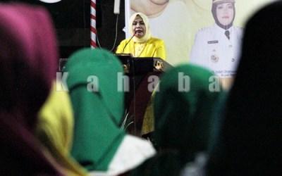 Bupati Bima Hj. Indah Damayanti Putri menyampaikan sambuatn saat acara Ramah Tamah dan Pisah Sambut jabatan Bupati Bima. Foto: Bin
