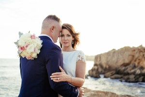 Kauai Photographer captures gorgeous cliffside wedding