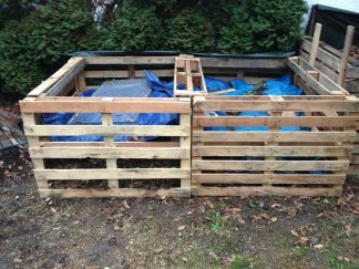 Pale wood for compost bays