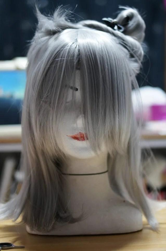 生え際の作りは細かくやっていくので前髪はとりあえず置いておき、生え際の作りはグルーガン必須です