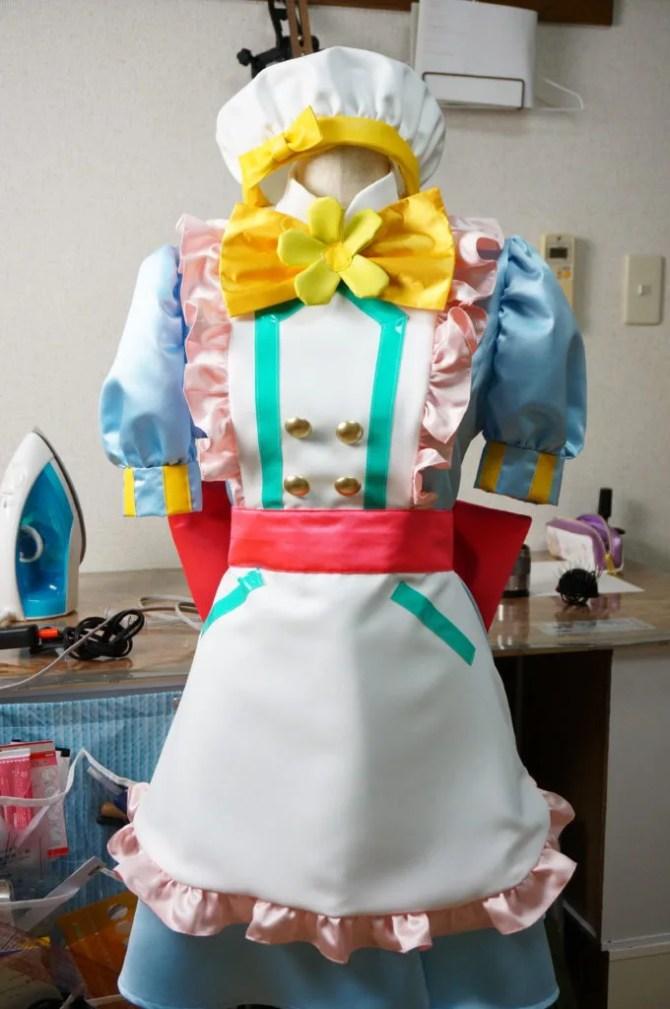 帽子も完成してフルセットのキラキラプリキュアアラモードのパティシエ衣装