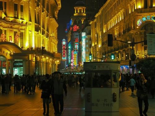 上海で夜遅くまで残業