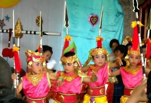 幼稚園のバリ舞踊