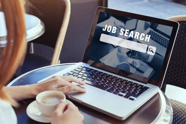 求人サイトや検索エンジンの有料サービスの活用