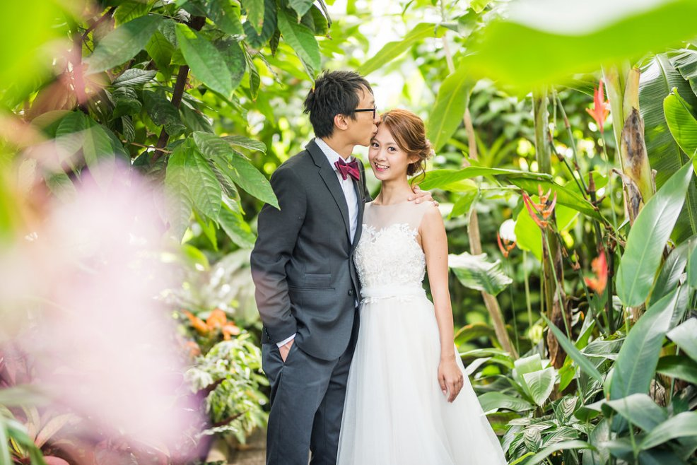 couple garden wedding