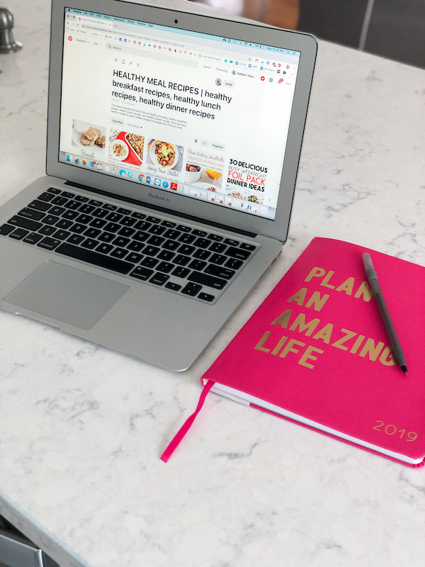 In this article, I break down 17 tips for eating healthy on a budget for beginners looking to eat clean + lose weight! These hacks will help you find the motivation to make healthier choices next time you go food shopping so you can see some results [+ save some money!]. BONUS: I include a FREE food shopping list with simple, healthy options to give you a jump start. Whether you're cooking for one, two, or a family with kids... these tips are a game changer! #healthy #eating #budget #tips #hacks