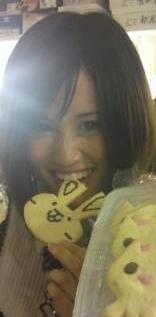 acchan_eating_negi-chan_cookie